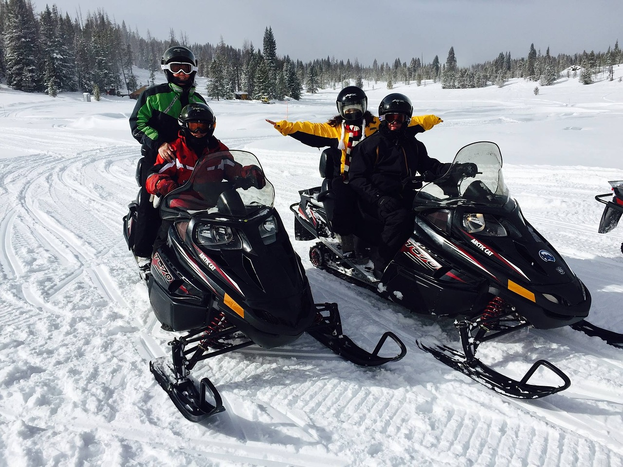 snowmobiling-1375993_1280
