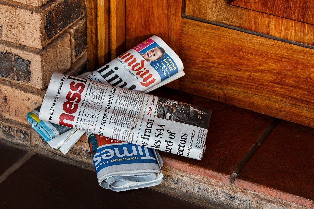 daily-paper-464015_1280-1